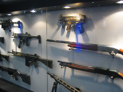 2009-09-08.heckler-koch-gold-mp5k